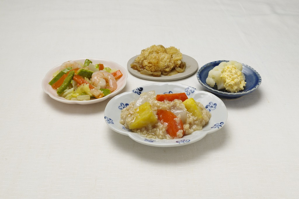 根菜のそぼろがけ皿盛り(メニューの一例)