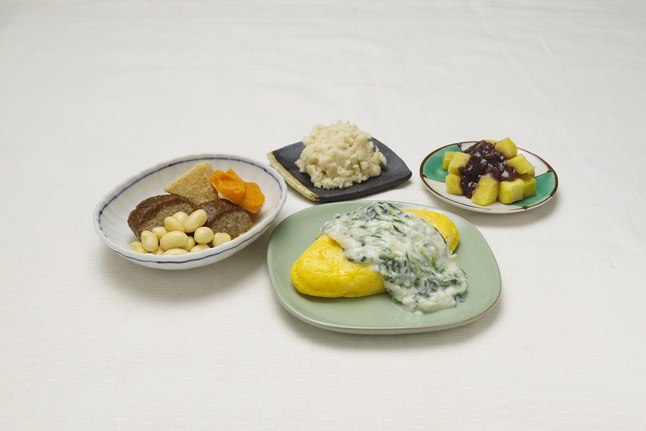 オムレツホワイトソース皿盛り(メニューの一例)