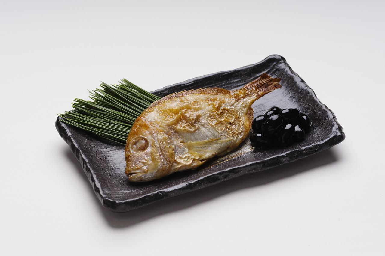 尾頭付き蓮子鯛の塩焼、丹波黒豆