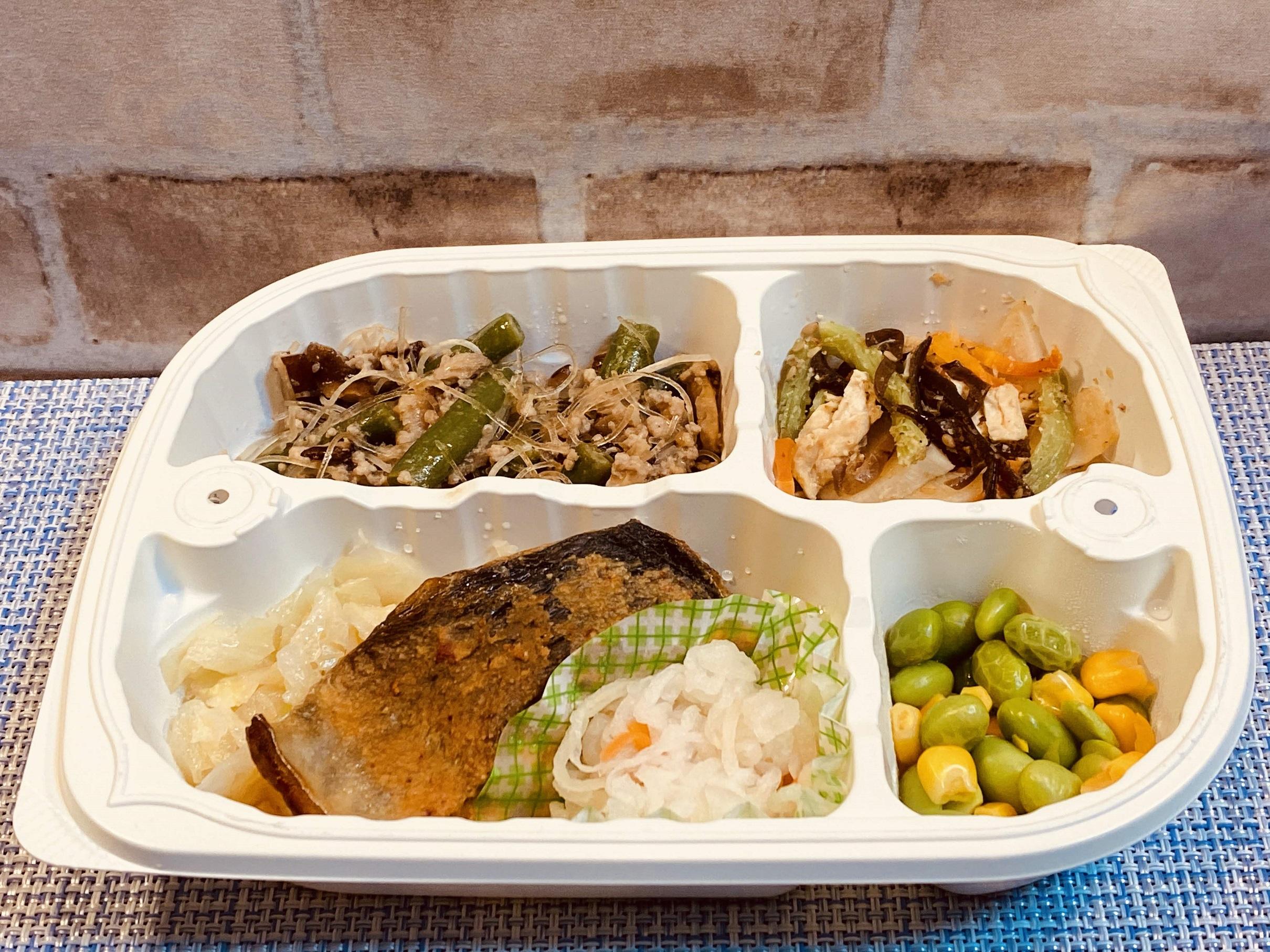 (メニューの一例)鰺の辛味噌焼、豚挽肉といんげんの炒め物、蕗とタケノコの和え物、枝豆とコーンの煮物