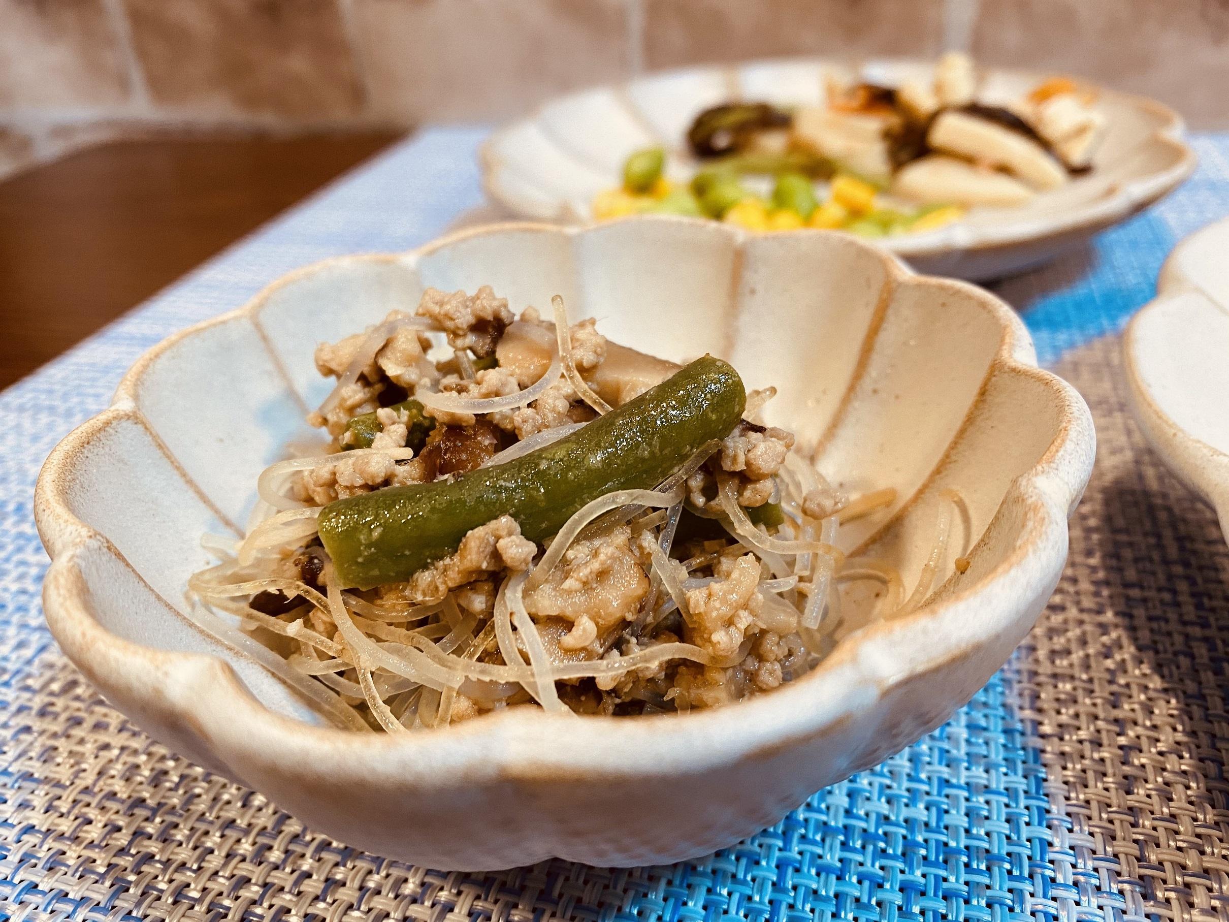 (メニューの一例)蕗とタケノコの和え物、枝豆とコーンの煮物