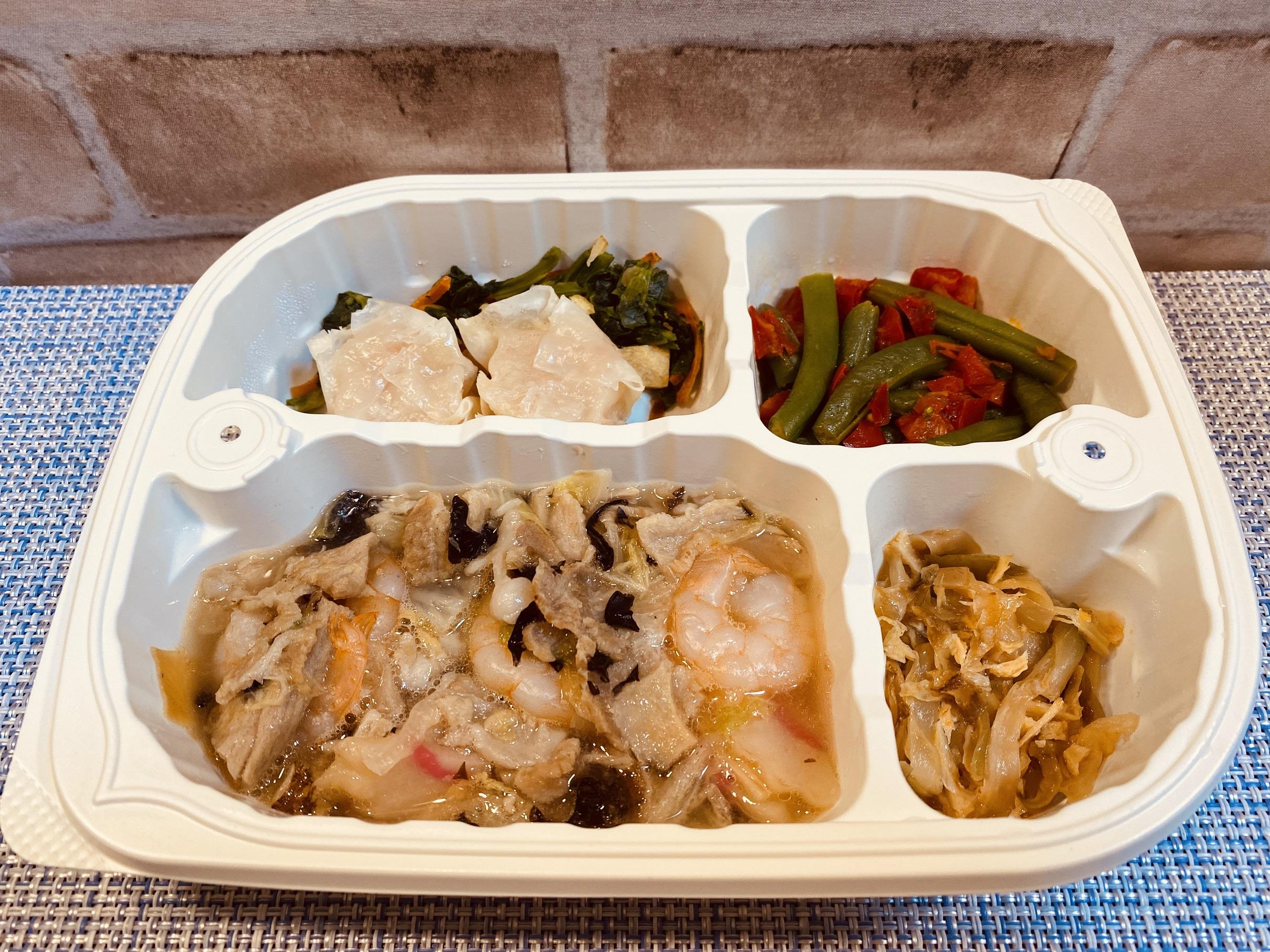 (メニューの一例)八宝菜、えびしゅうまい、いんげんと赤ピーマン炒め、中華風ザーサイ炒め