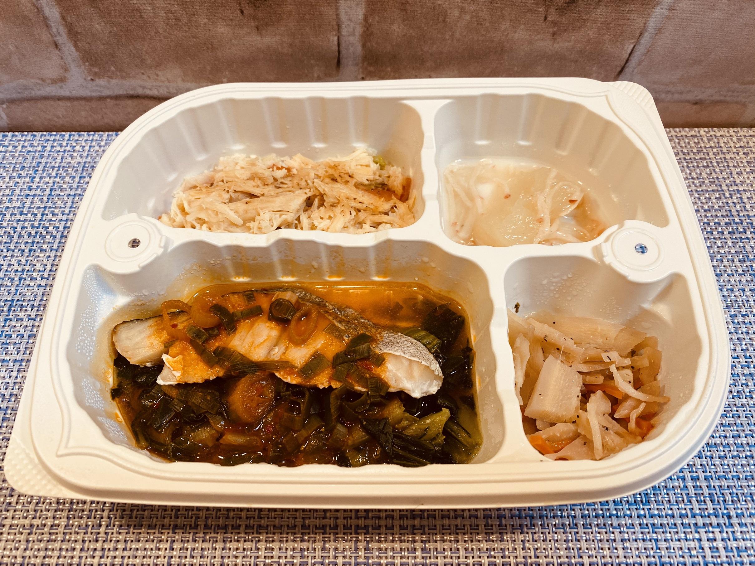(メニューの一例)たらのチリソース、バンバンジー、冬瓜のカニ風味あんかけ、レンコンの和え物