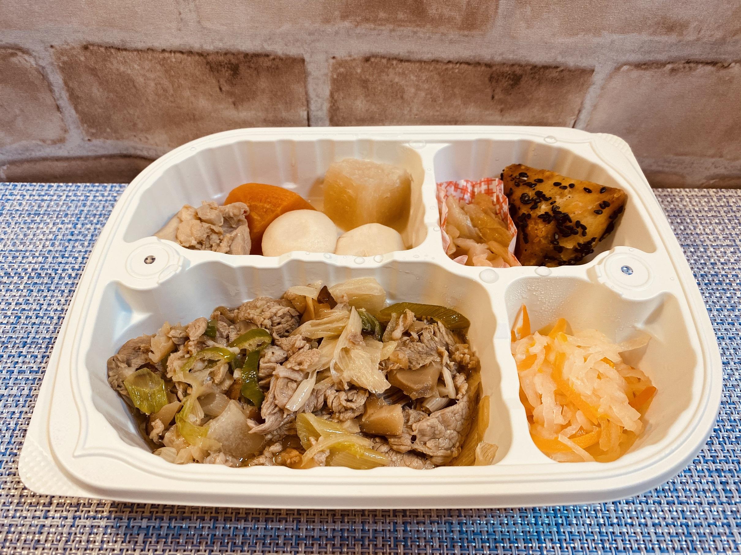 (メニューの一例)牛肉とねぎの甘辛炒め、鶏肉と里芋の煮物、大学芋、大根とニンジンの和え物