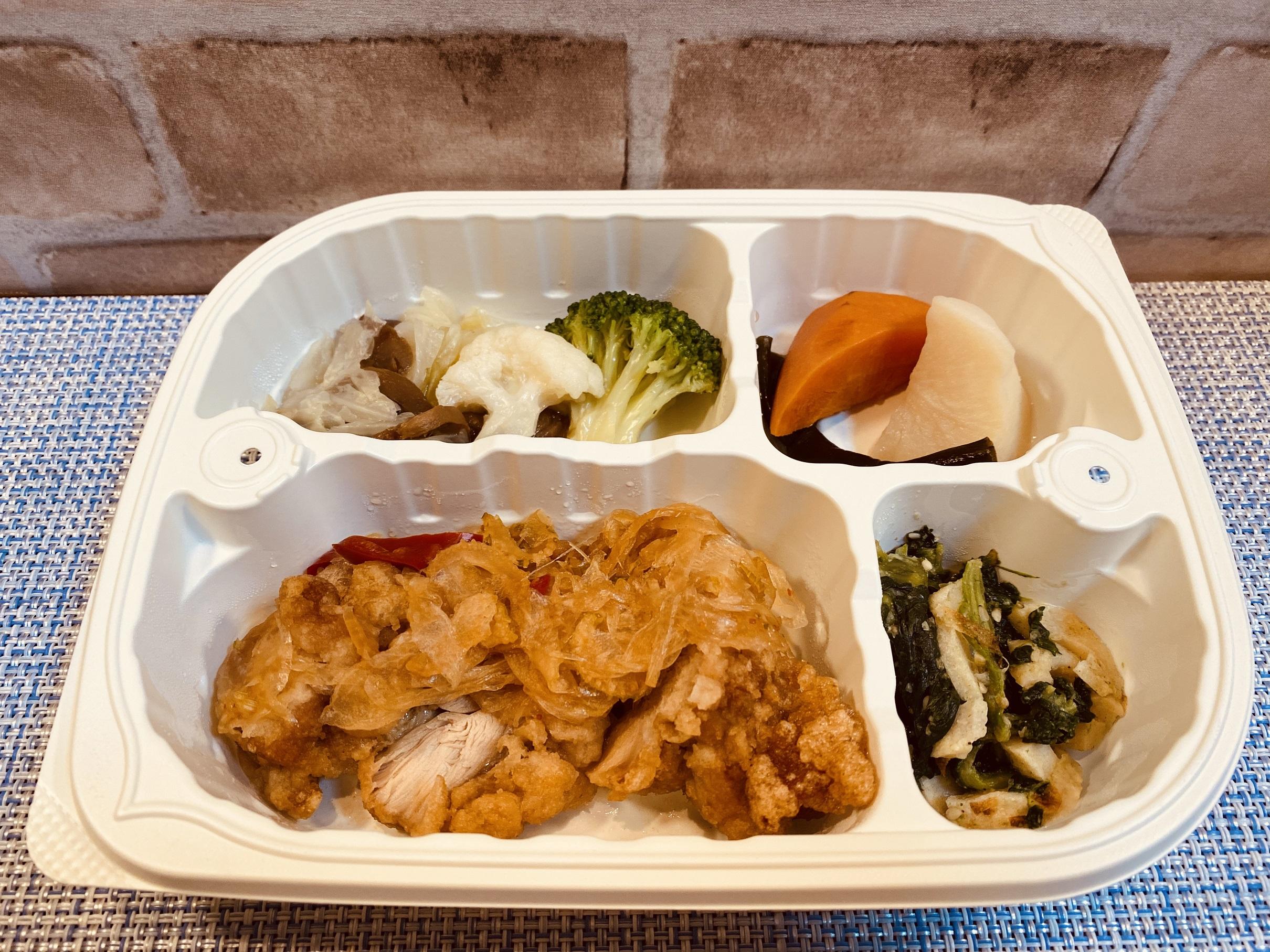 (メニューの一例)鶏南蛮、野菜のコンソメ煮、じゃがいもとニンジンの煮物、ほうれん草の和え物