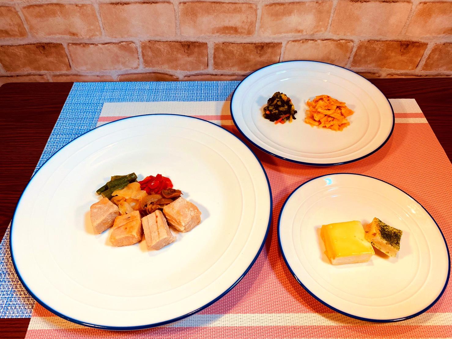 (メニューの一例)かじきの洋風炒め、チーズはんぺん、鶏肉とメンマのごま油炒め、菜の花おひたし