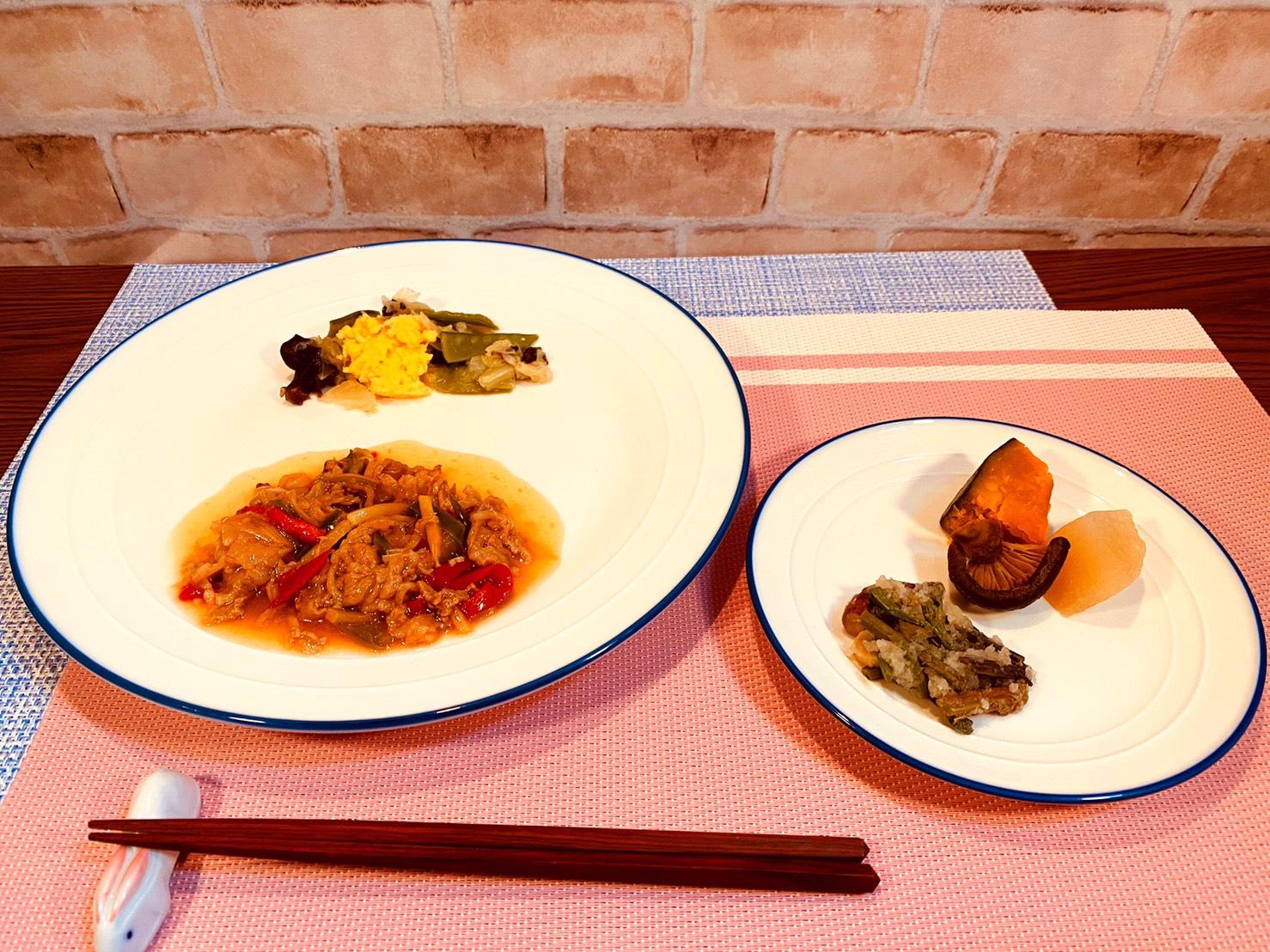 (メニューの一例)チンジャオロースー、キャベツと絹さやの煮物、カボチャ煮、わらびのおろし和え